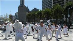 Most People Dressed As Polar Bears While Dancing In 24 Hours